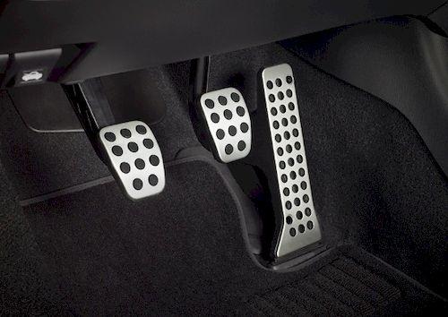 Для чего в автомобиле сцепление?